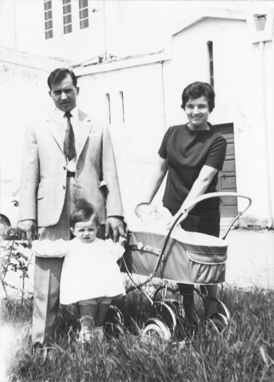 Sandra Sabattini a 2 anni con la famiglia