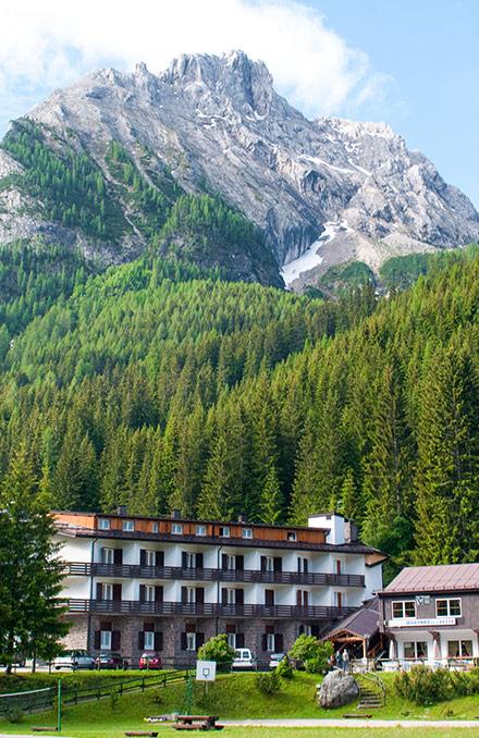 Albergo Madonna delle Vette ad Alba di Canazei, Dolomiti, dove Sandra Sabattini partecipò al campeggio per disabili